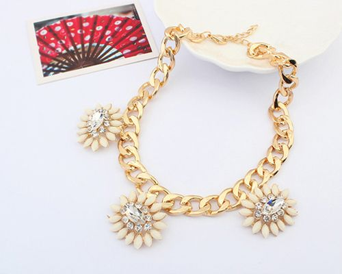 Alloy Diamante Flower Embellished Necklace