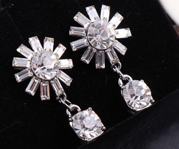 Pair of Retro Rhinestone Sunflower Earrings