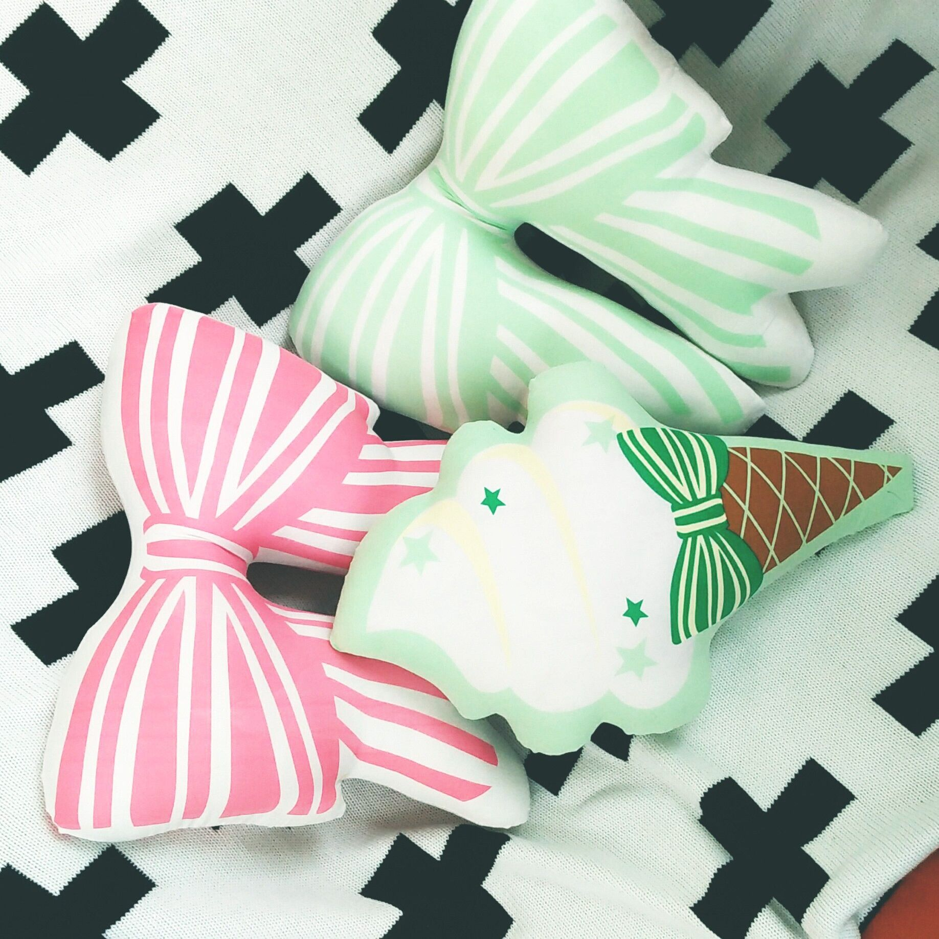 Hot Sale Bowknot Shape Decorated Cushion Pillow