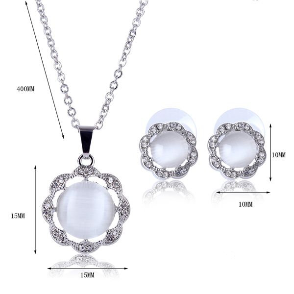 A Suit of Flower Shape Faux Gem Alloy Necklace and Earrings