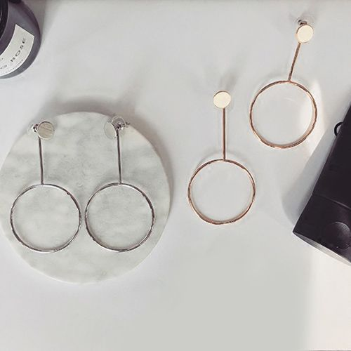 Pair of Metal Circle Alloy Earrings