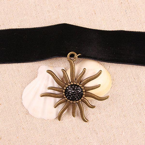 Retro Velvet Sunflower Choker Necklace