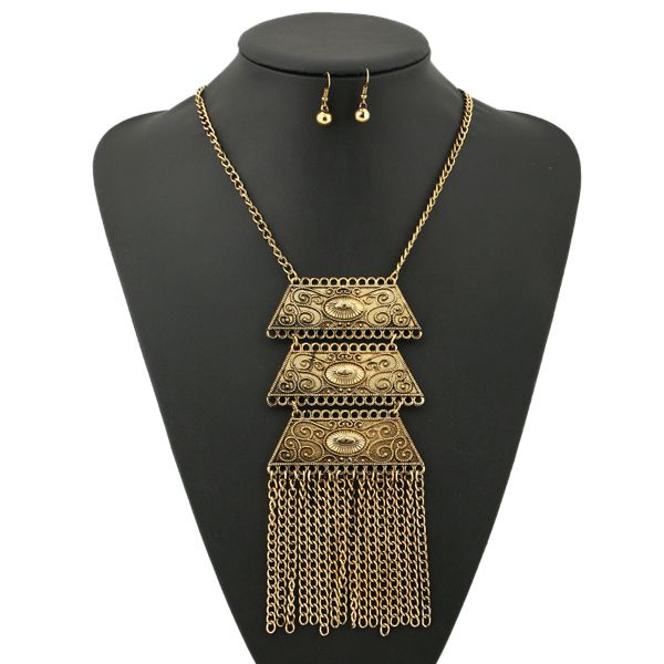 A Suit of Vintage Engraved Geometric Necklace and Earrings