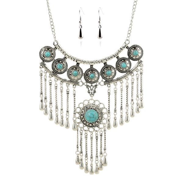 A Suit of Vintage Faux Turquoise Water Drop Round Necklace and Earrings