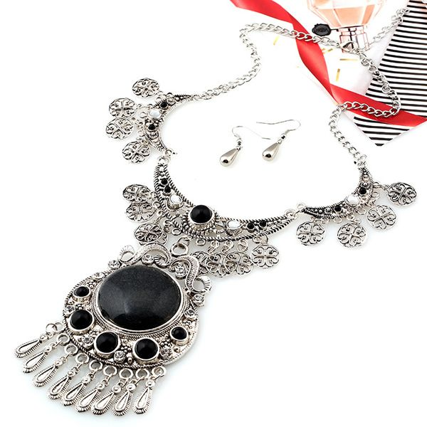 A Suit of Vintage Alloy Emboss Floral Water Drop Necklace and Earrings