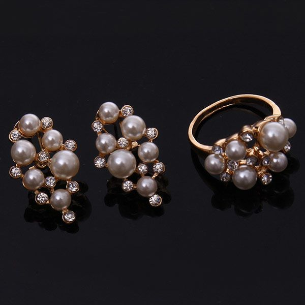 A Suit of Retro Rhinestone Faux Pearl Necklace Bracelet Ring and Earrings