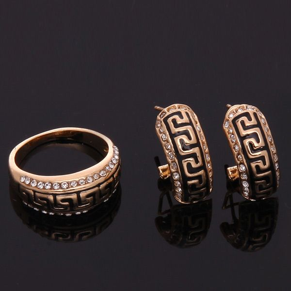 A Suit of Retro Carved Geometric Necklace and Bracelet Earrings and Ring