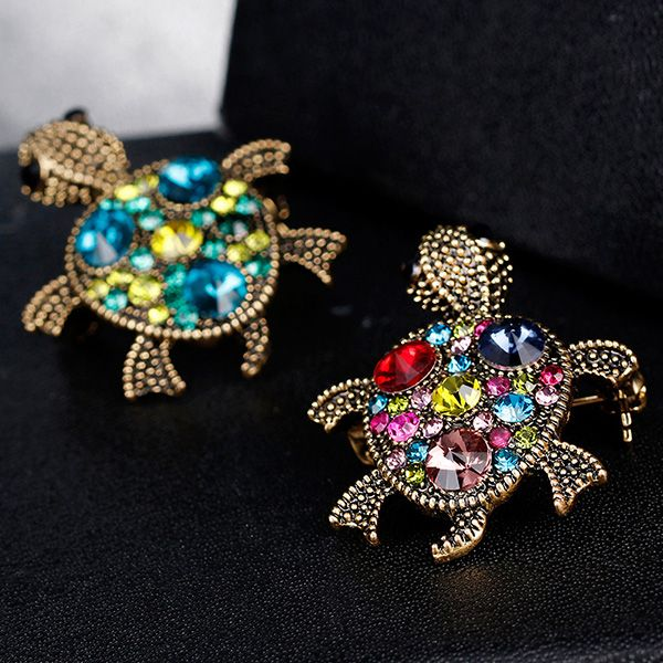 Artificial Gem Inlay Engraved Turtle Design Brooch