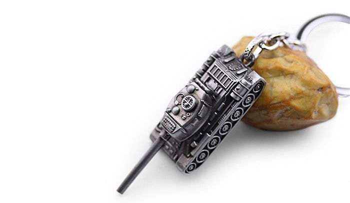 6cm Alloy Key Chain Hanging Pendant Tank Shape Keyring Movie Product for Bag Decoration