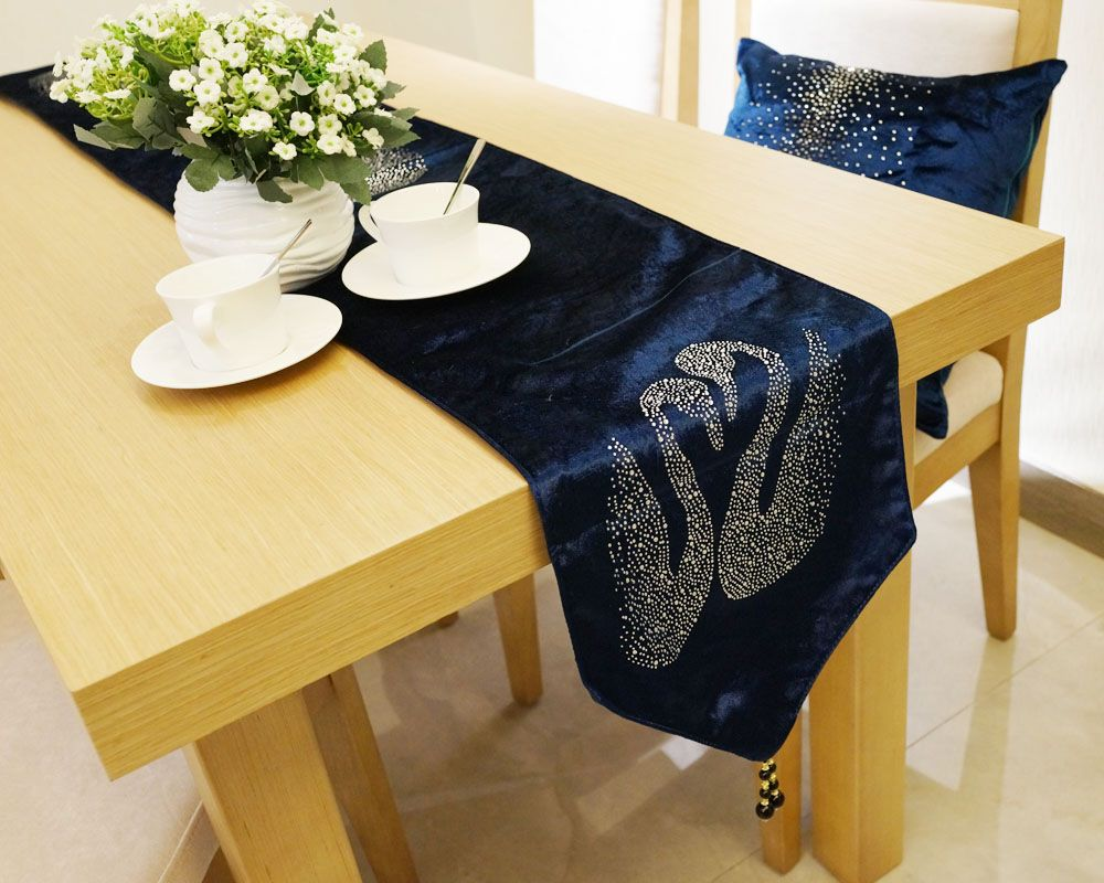 Lmdec 17TEZB01 Swan Drilling Flannelette Table Runner