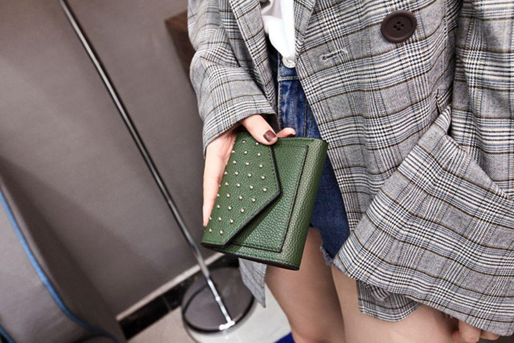 Purse Female New Personality Rivets Short Wallet Fashion Leather Clip Multi-Card Bit Card Package