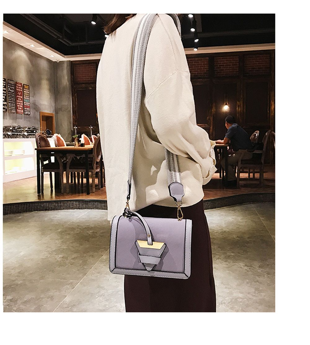 New Tide Shoulder Messenger Triangle Buckle Trend of Fashion Small Square Bag