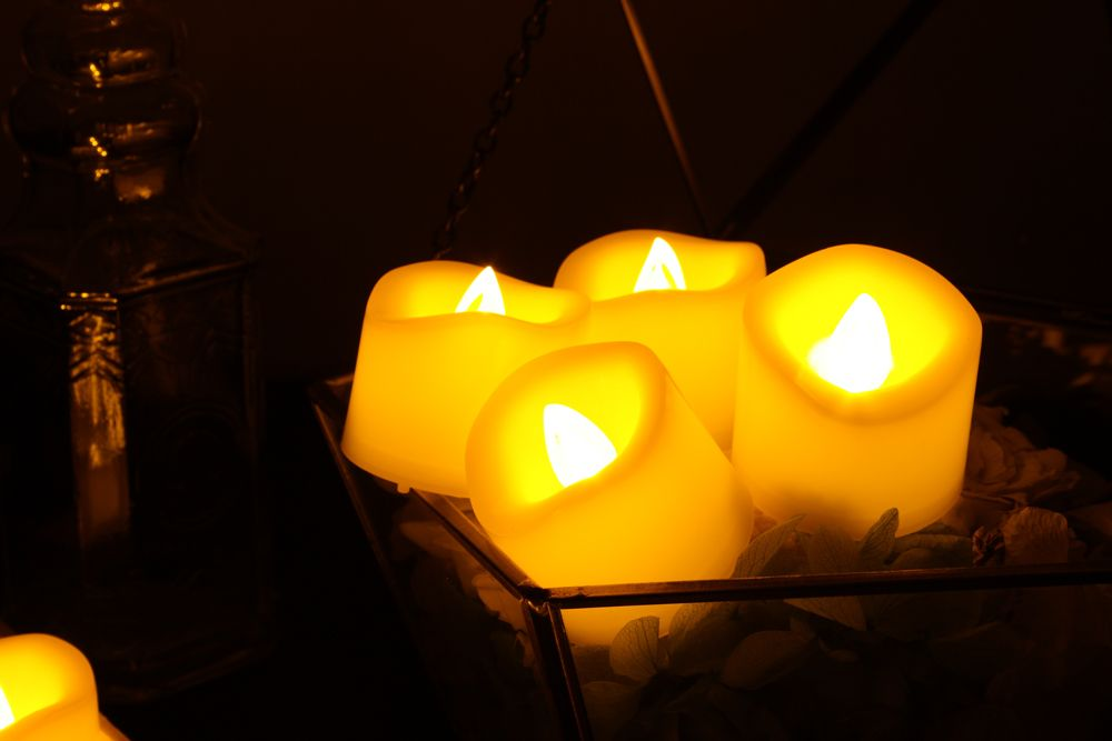 Set of 6pcs Flameless votive candles with top melted edge