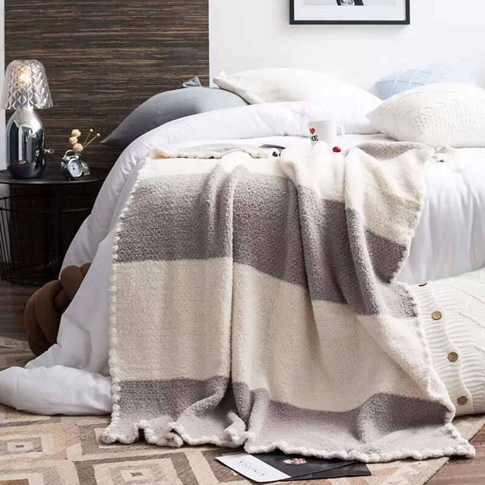 The New Super Soft and Delicate Half - Edge Velvet Casual Blanket