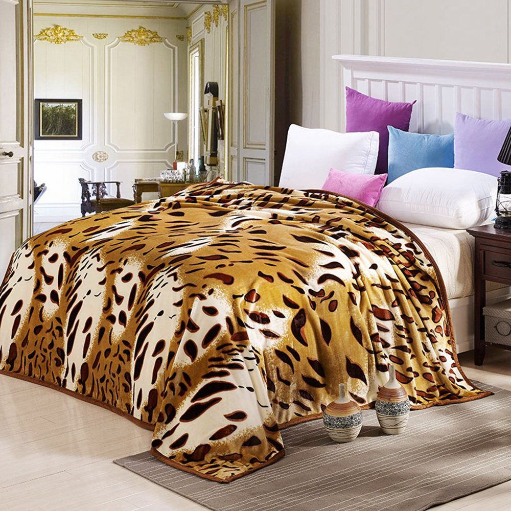 High Density Super Soft Flannel Leisure Blanket Can be Bedsheets