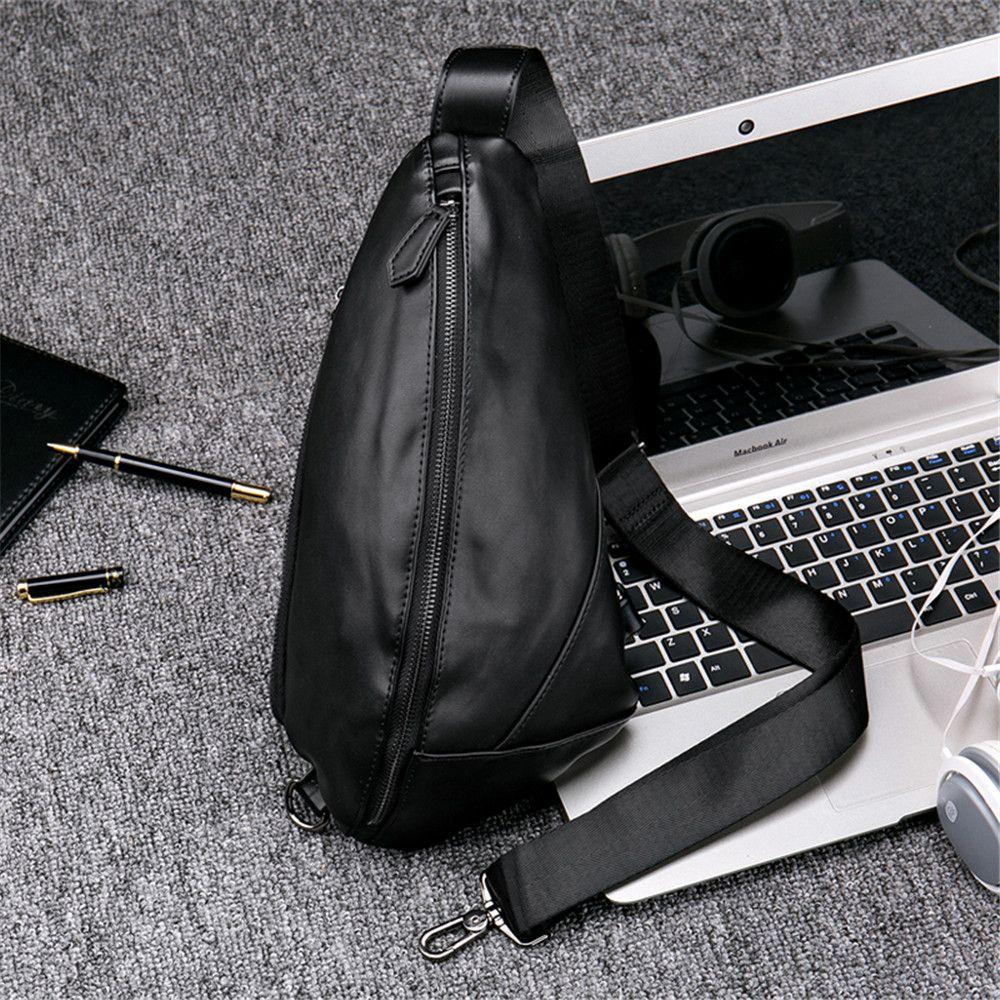 Single shoulder bag movement inclined shoulder bag