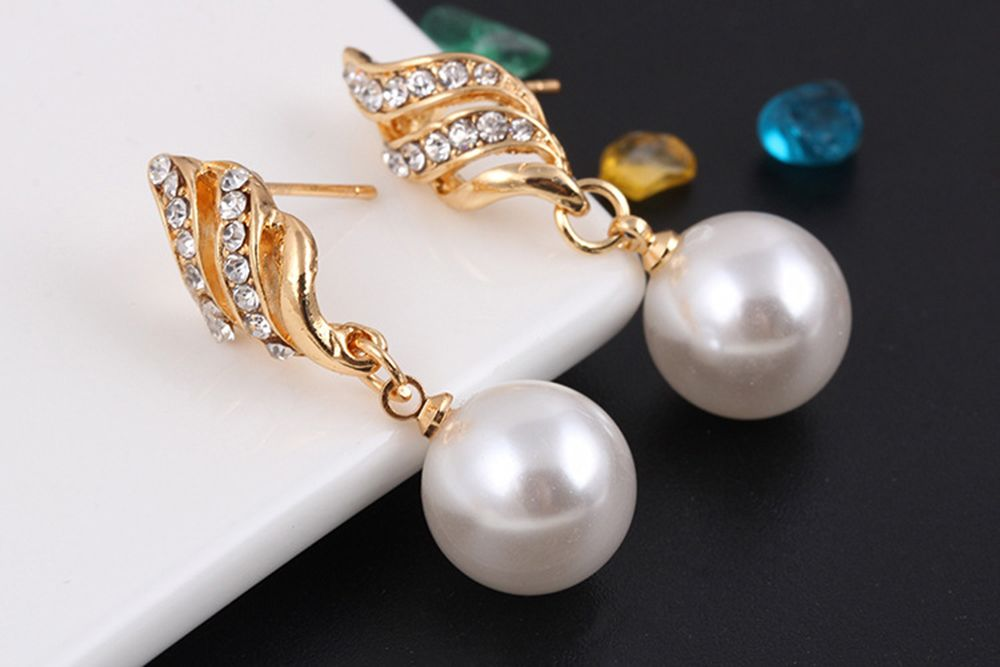 Simple and Fashion Earrings Necklace Set