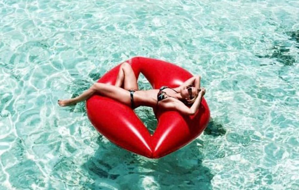 Inflatable Lip Pool Lounger Swimming Floating Float Bed
